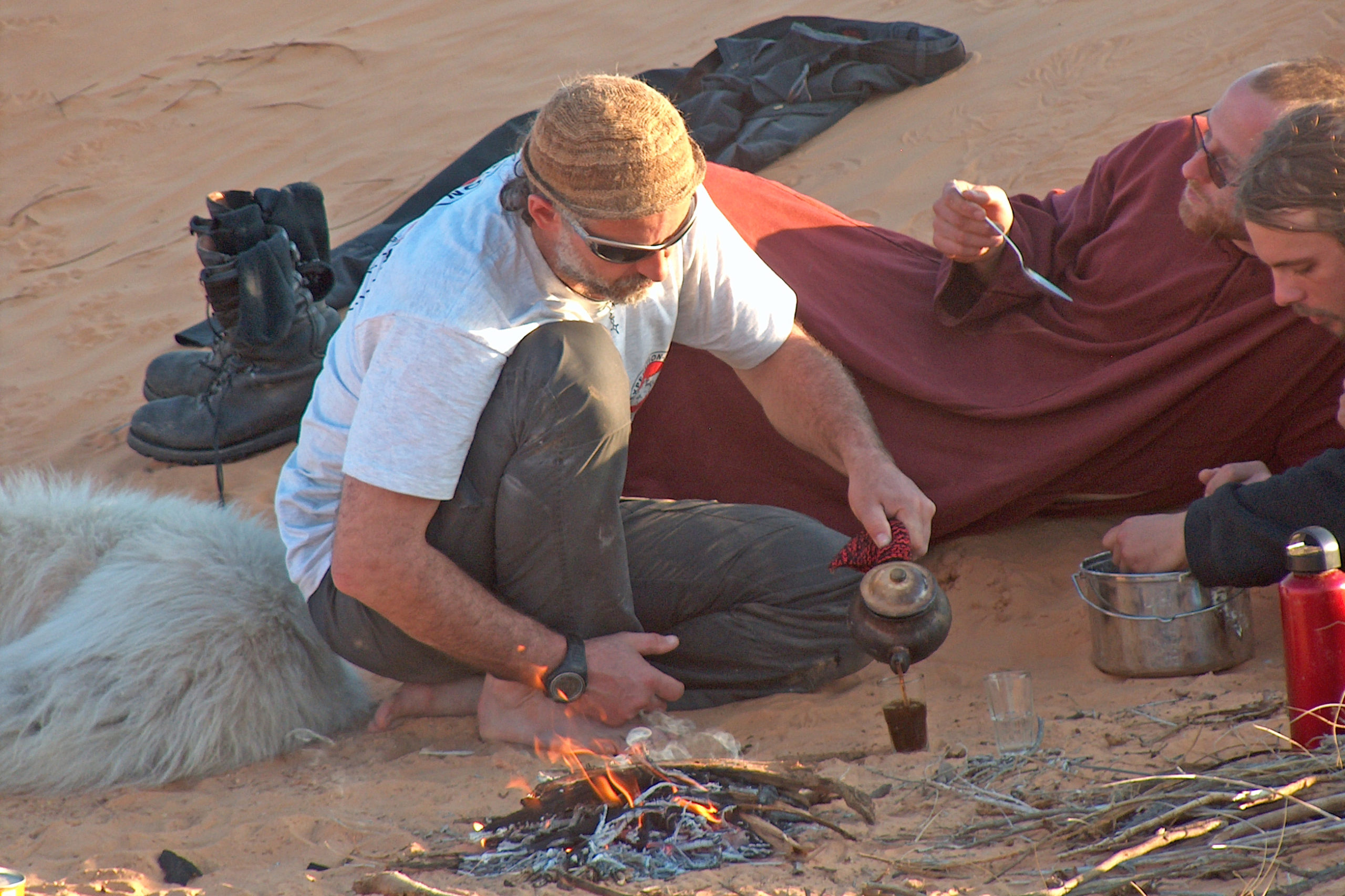 HUndeschlitten Tee trinken Wüste