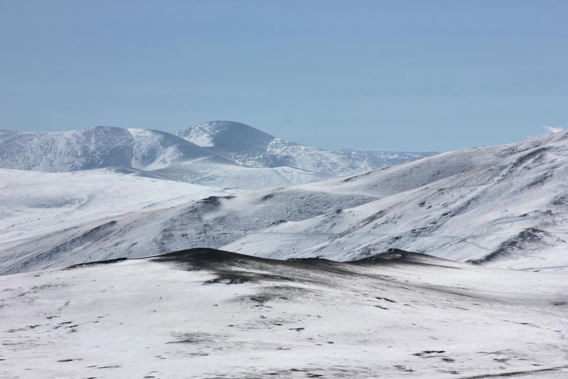 Schnee im Altai-Gebirge