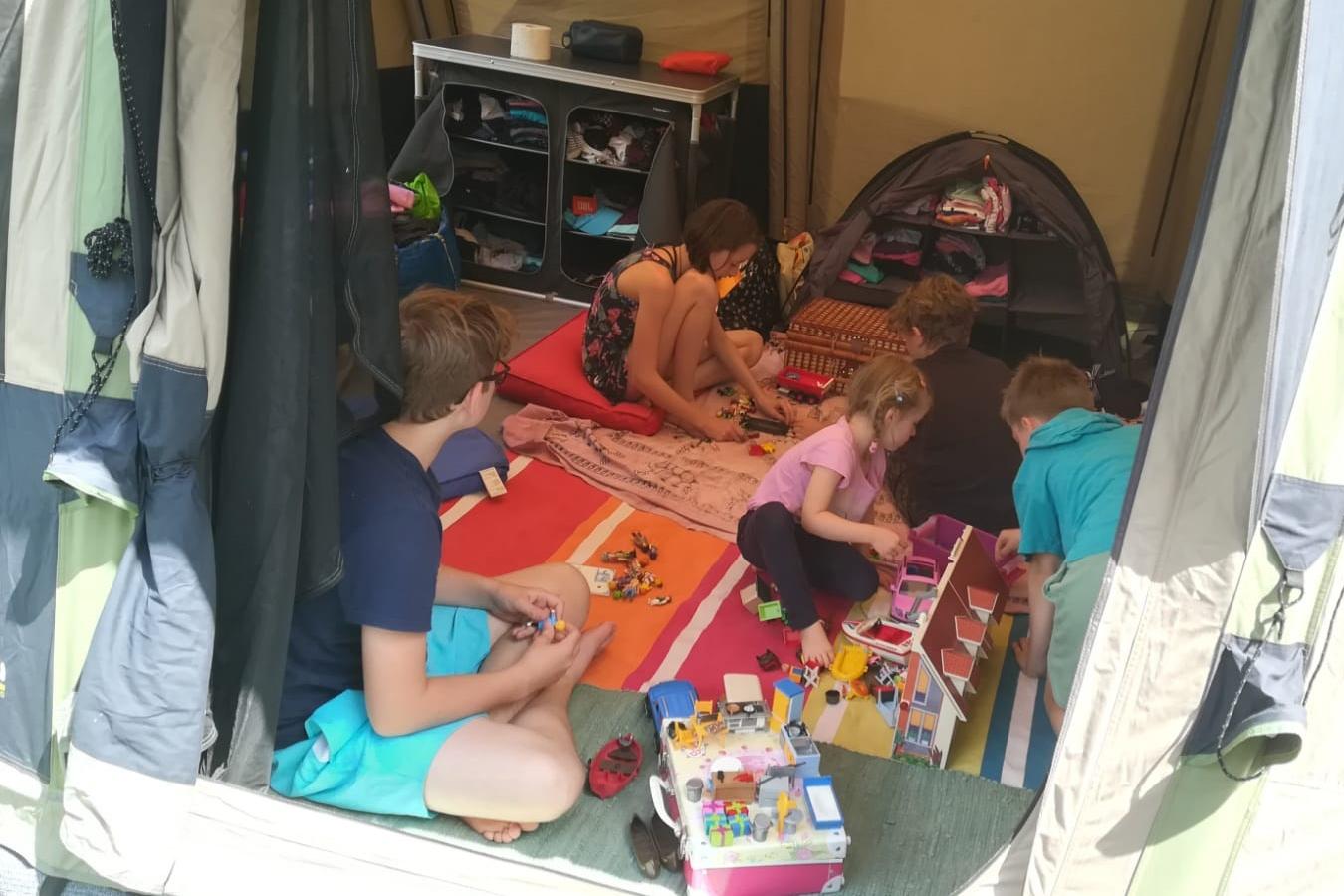 Spielplatz im Zelt