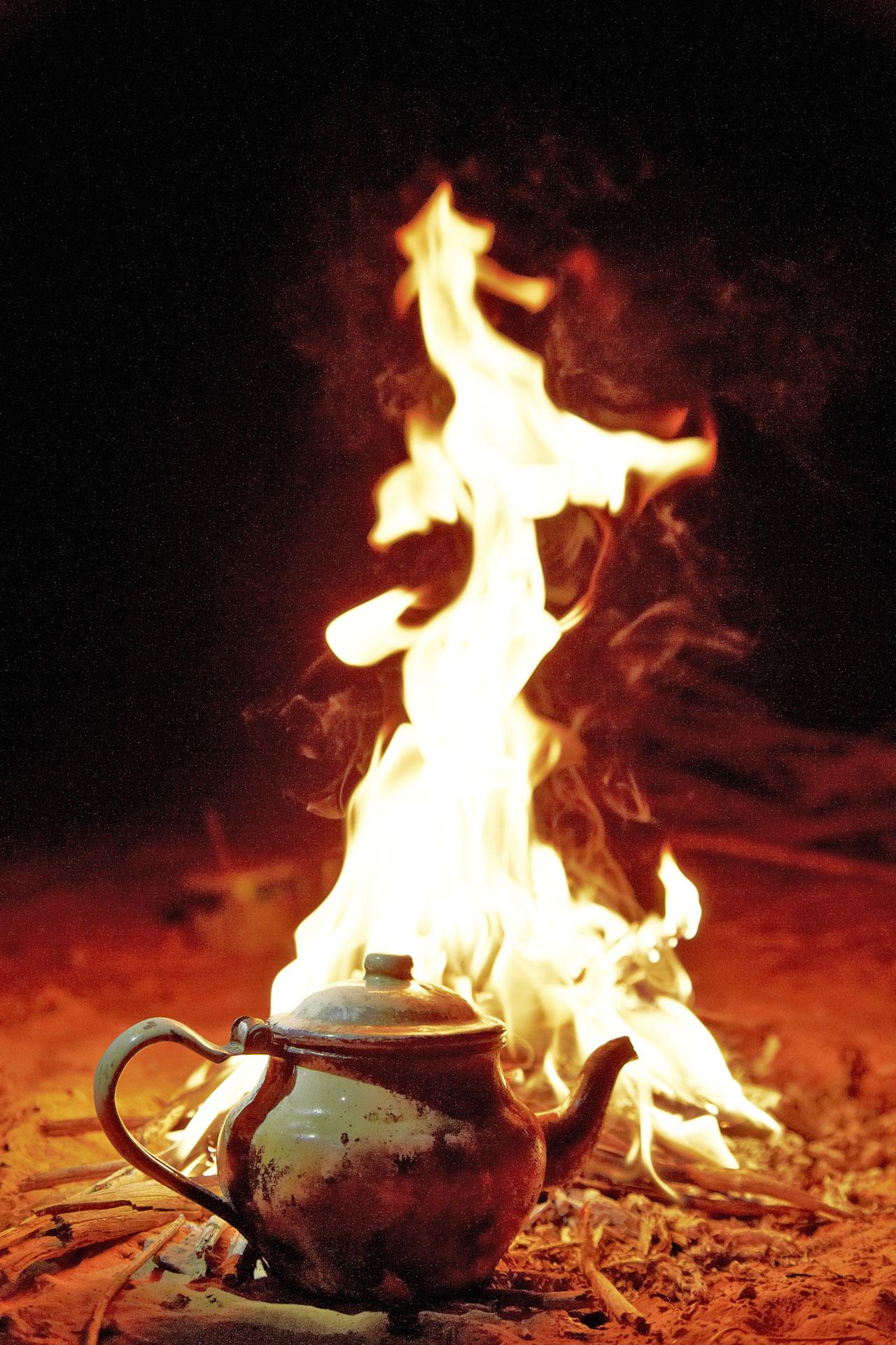Teekanne im Feuer