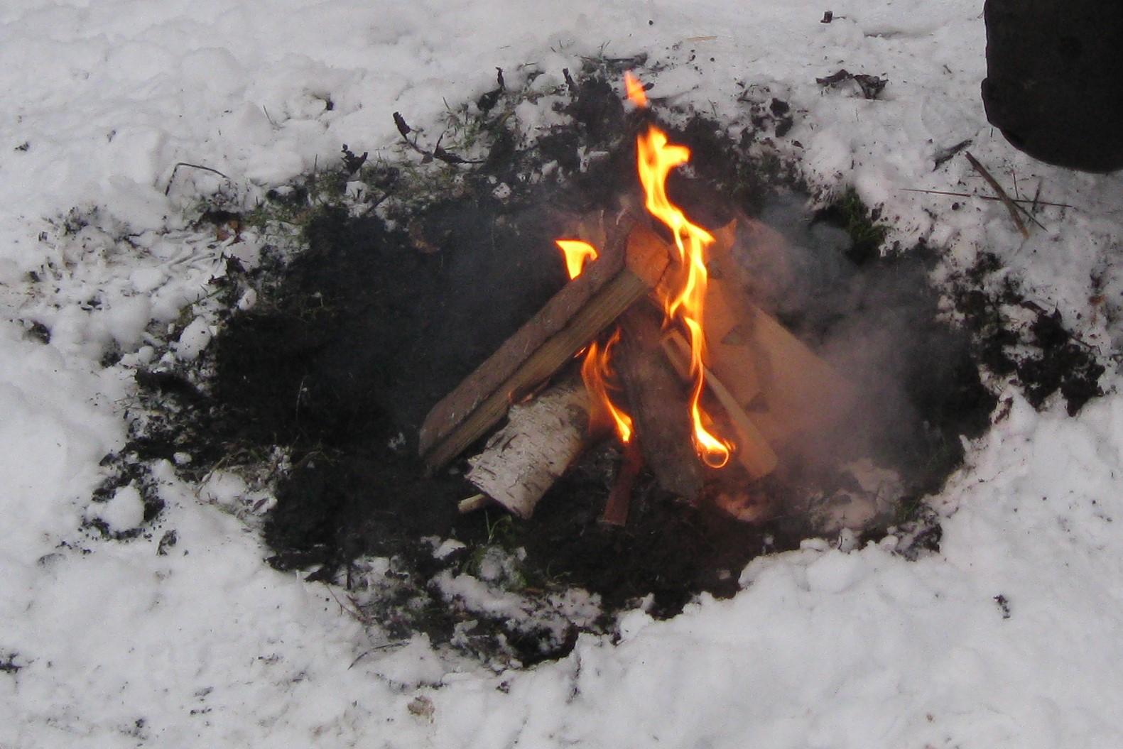 Winter Lagerfeuer Grillen